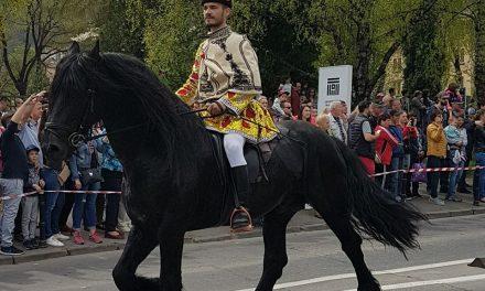 """TRADITIILE JUNILOR DIN SCHEII BRASOVULUI- """"Ziua de călări"""" sau Parada Junilor"""