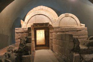 Interiorul tumulului (camera mortuară)