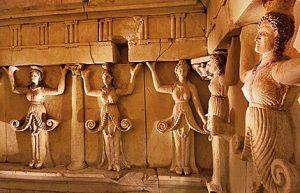 Reliefurile celor zece cariatide