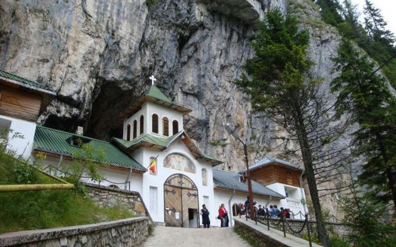 ialomitei cave