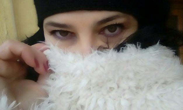 Lili Lazǎr- Feminitate si poezie